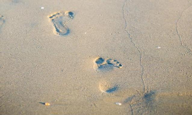 feet_sand_2_638x959_22