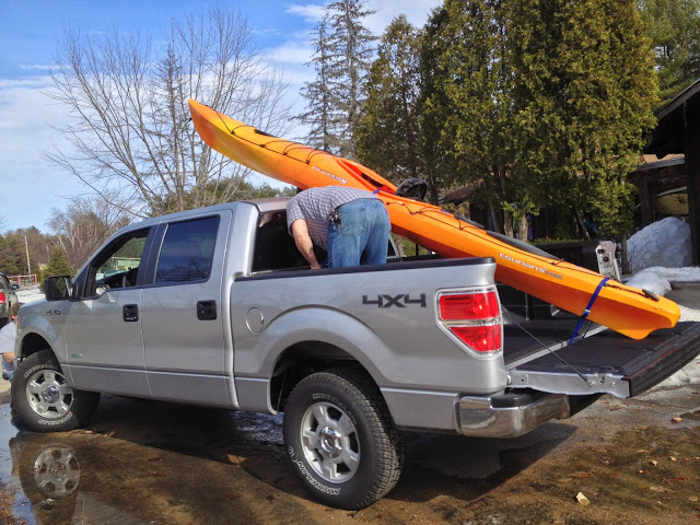 Wrestling with the borrowed kayak on the borrowed truck. Thanks for hooking me up with a fast but stable boat- Saco Bound!